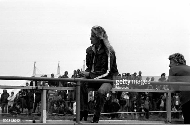 Stephanie McLean timing Sheene's practice laps with and without team manager Rex White August 1977 7704382012