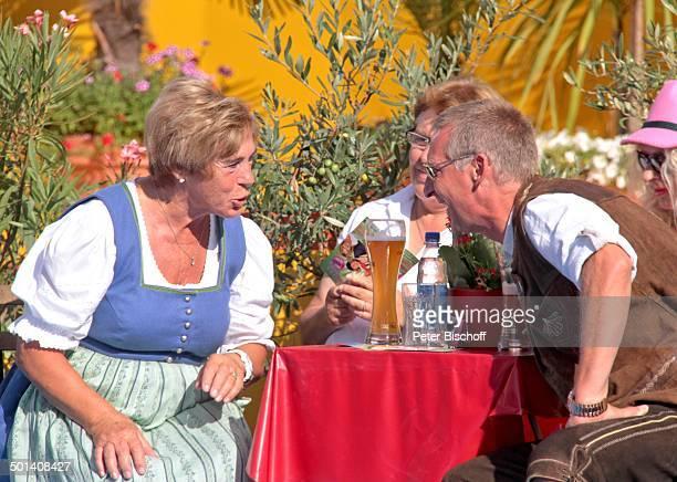 """Stephanie Mross , Joachim Rotzler , dahinter re. Seine Ehefrau Felicia alias Ann Williams , Renate Schmid , ARD-Show """"Immer wieder Sonntags"""" ,..."""