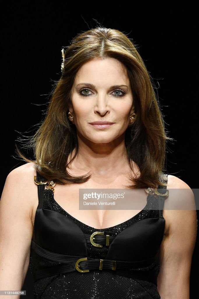 Stephanie Seymour Walks The Runway At The Versace Show At Milan News Photo Getty Images