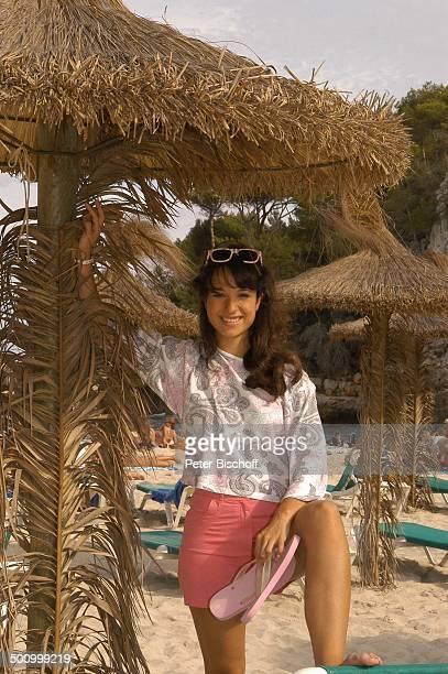 Stephanie Stumph Dreharbeiten zum 2teiligen ZDFFilm 'Die Muschelsucher' Cala dœOr Mallorca Spanien Europa PNr 1254/2005 Urlaub Strand Sonnenbrille...