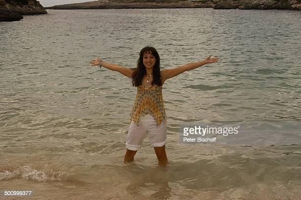 Stephanie Stumph Dreharbeiten zum 2teiligen ZDFFilm 'Die Muschelsucher' Cala dœOr Mallorca Spanien Europa PNr 1254/2005 Urlaub Strand Meer im Wasser...