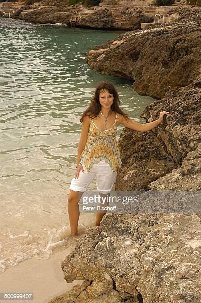Stephanie Stumph Dreharbeiten zum 2teiligen ZDFFilm 'Die Muschelsucher' Cala dœOr Mallorca Spanien Europa PNr 1254/2005 Urlaub Strand Meer...