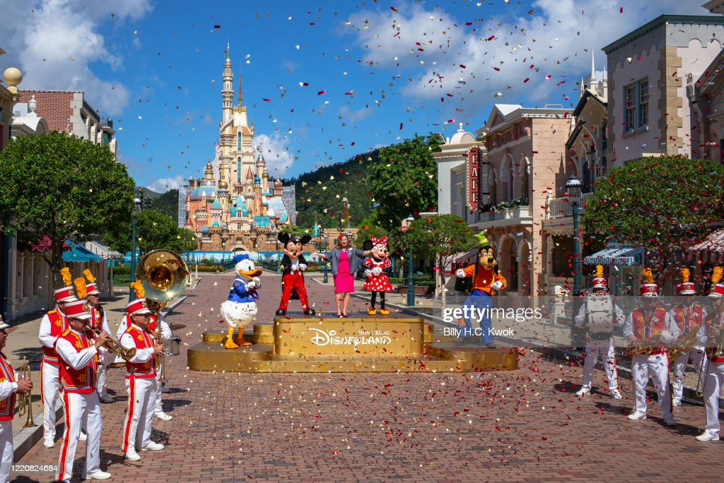 Hong Kong Disneyland Reopens Amid The Coronavirus Pandemic : ニュース写真