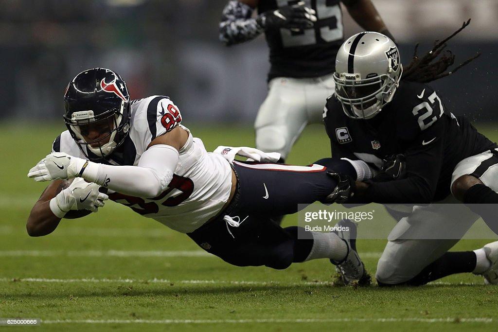 Houston Texans v Oakland Raiders : News Photo