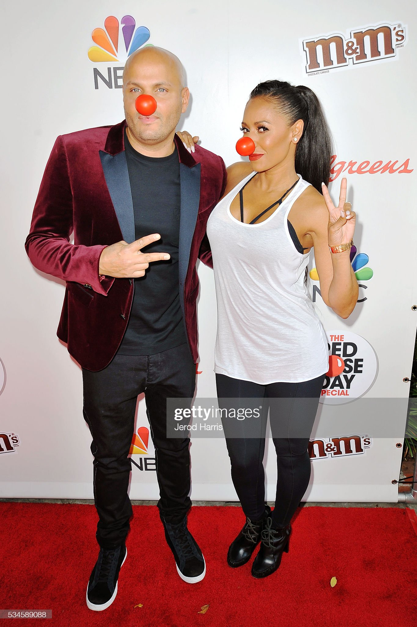 ¿Cuánto mide Stephen Belafonte? - Altura - Real height Stephen-belafonte-and-mel-b-attend-the-red-nose-day-special-on-nbc-at-picture-id534589088?s=2048x2048