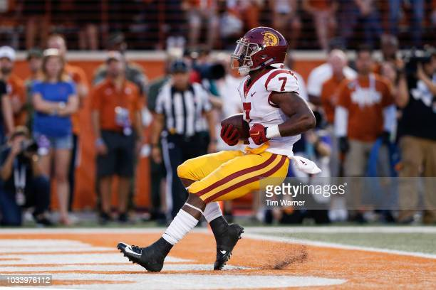 Stephen Carr of the USC Trojans breaks a tackle by Kris Boyd of the Texas Longhorns and rushes for a touchdown in the first quarter at Darrell K...