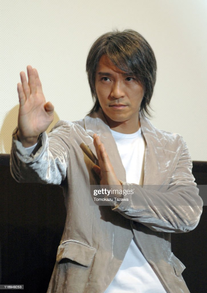 "Stephen Chow Stages Greeting to ""Kung Fu Hustle"" Audience"