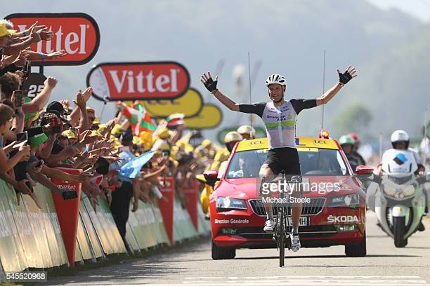 L'ISLEJOURDAIN FRANCE JULY 08 Stephen Cummings of Great Britain and Team Dimension Data celebrates stage victory during the 1625km stage seven of Le...