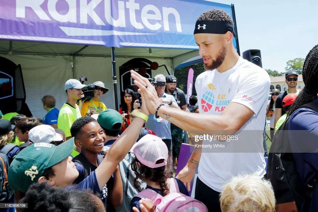 Stephen and Ayesha Curry Celebrate Launch Of Eat. Learn. Play. Foundation With Event : ニュース写真