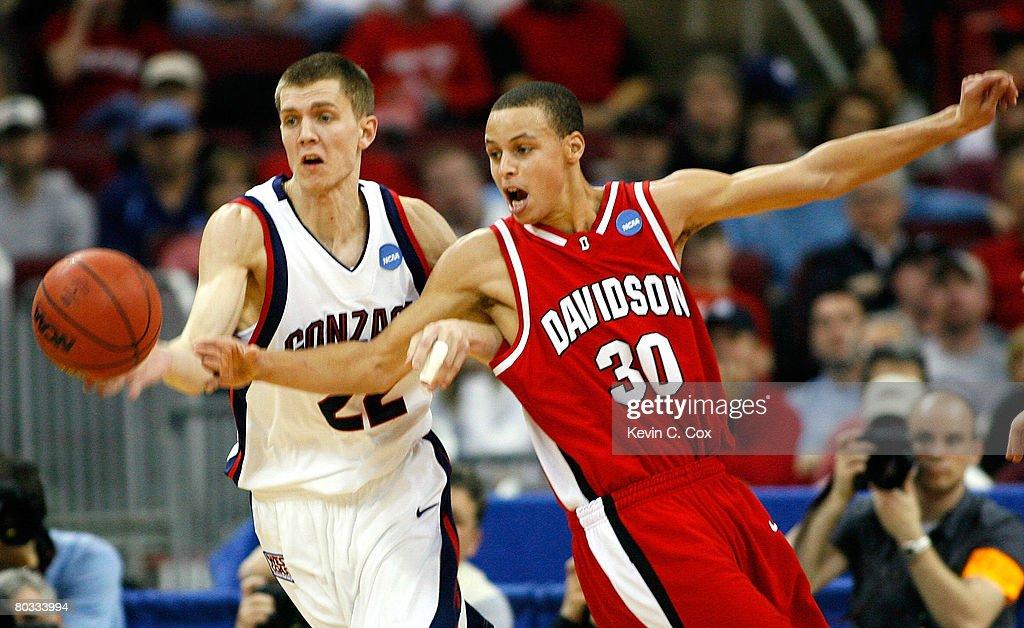 Davidson v Gonzaga : News Photo