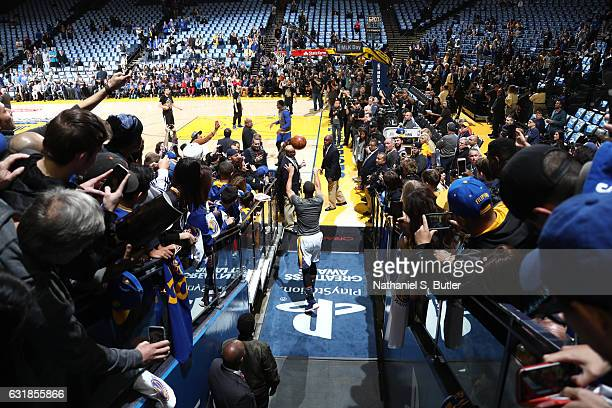 Stephen Curry of the Golden State Warrior shoots his pregame tunnel shot against the Cleveland Cavaliers on January 16 2017 at ORACLE Arena in...