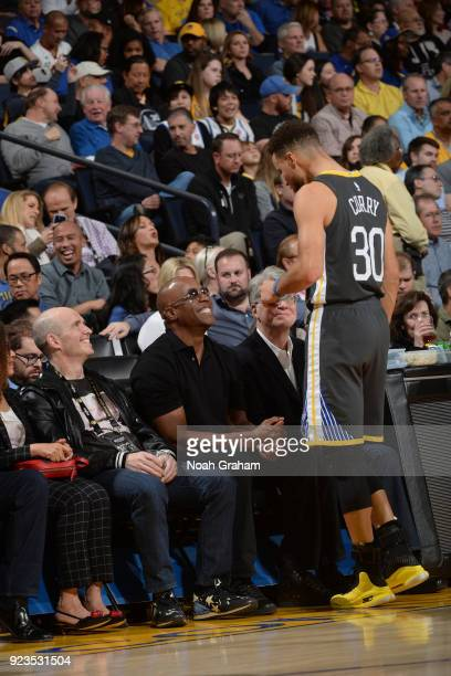 Stephen Curry of the Golden State Warriors and Barry Bonds talk during the game against the San Antonio Spurs on February 10 2018 at ORACLE Arena in...
