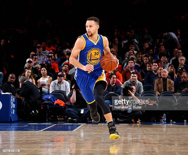 Stephen Curry of the Golden State Warriors brings the ball up court against the New York Knicks on January 31 2016 at Madison Square Garden in New...