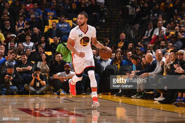 Stephen Curry of the Golden State Warriors dribbles the ball up court during the game against the Los Angeles Clippers on January 28 2017 at oracle...