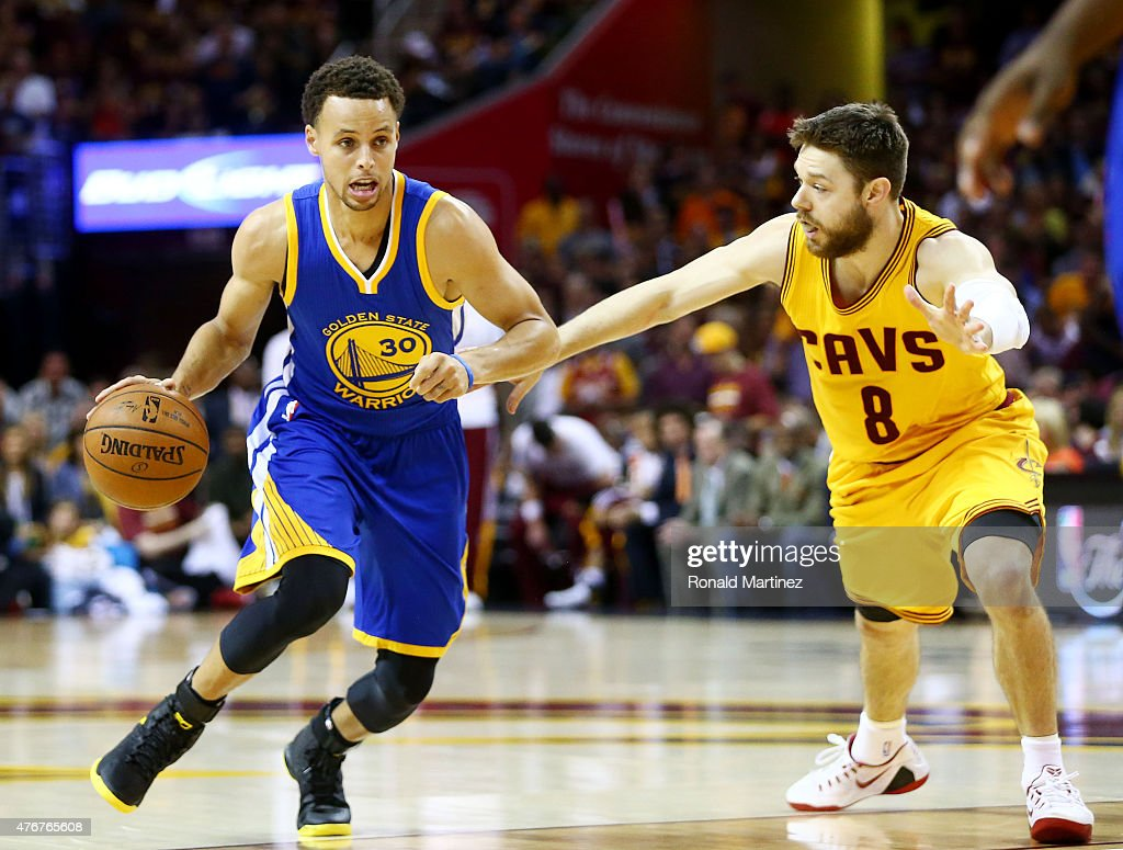 Stephen Curry of the Golden State Warriors drives against Matthew ... efc34edda