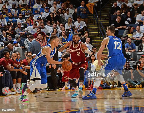 Stephen Curry of the Golden State Warriors drives around the pick against the Cleveland Cavaliers on December 25 2015 at ORACLE Arena in...