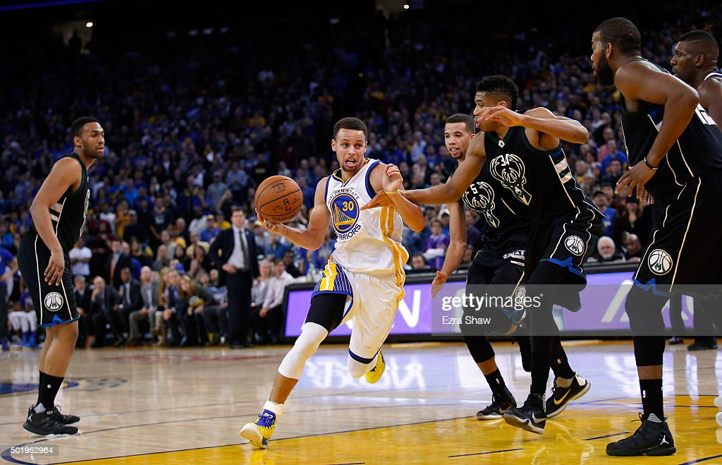 Stephen Curry #30 of the Golden State Warriors drives to the basket against the Milwaukee Bucks at ORACLE Arena on December 18, 2015 in Oakland, California.
