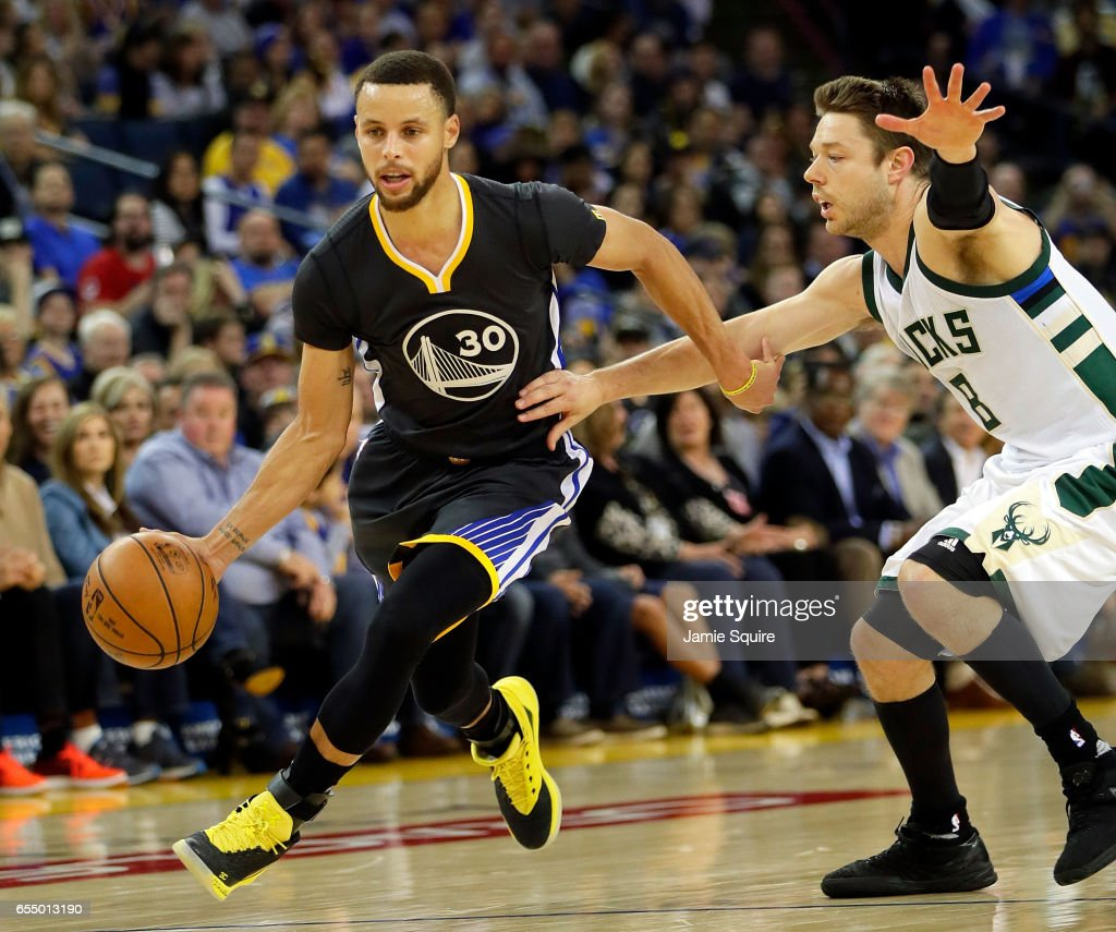 Stephen Curry of the Golden State Warriors drives toward the basket ... 9bd524705