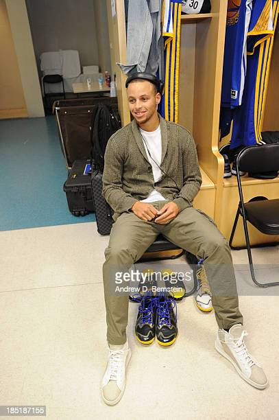Stephen Curry of the Golden State Warriors gets ready prior to the game against the Los Angeles Lakers during the 2013 Global Games on October 18...