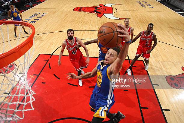 Stephen Curry of the Golden State Warriors goes for the dunk during the game against the Chicago Bulls on January 20 2016 at the United Center in...