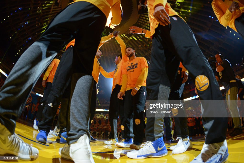 Stephen Curry #30 of the Golden State Warriors huddles up with his team before Game Two of the Western Conference Quarterfinals against the Portland Trail Blazers during the 2017 NBA Playoffs on April 19, 2017 at ORACLE Arena in Oakland, California.