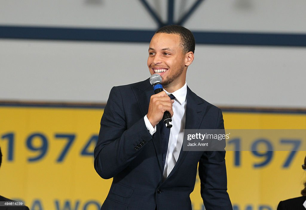 Stephen Curry #30 of the Golden State Warriors is awarded the KIA Community Assist Seasonlong Award on May 29, 2014 in Oakland, California.