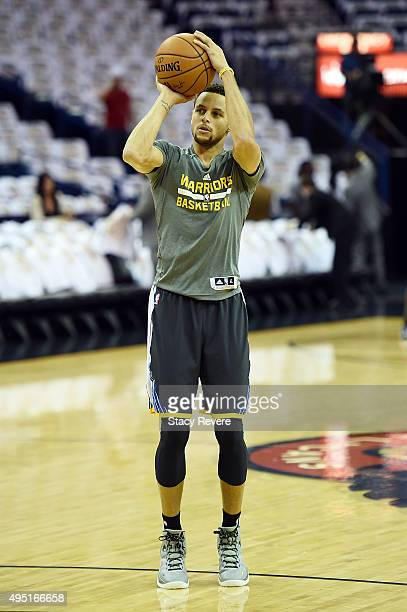Stephen Curry of the Golden State Warriors participates in warmups prior to a game against the New Orleans Pelicans at the Smoothie King Center on...