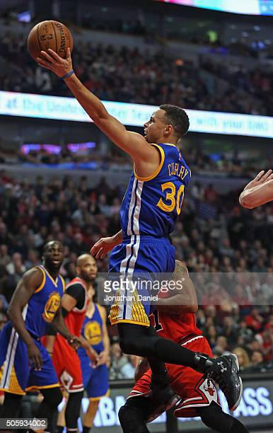 Stephen Curry of the Golden State Warriors puts up a shot past Derrick Rose of the Chicago Bulls at the United Center on January 20 2016 in Chicago...
