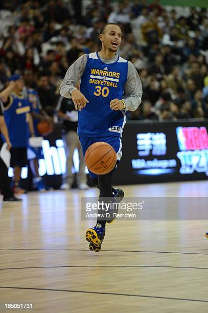 Stephen Curry of the Golden State Warriors runs some drills during Fan Appreciation Day as part of the 2013 Global Games on October 17 2013 at the...
