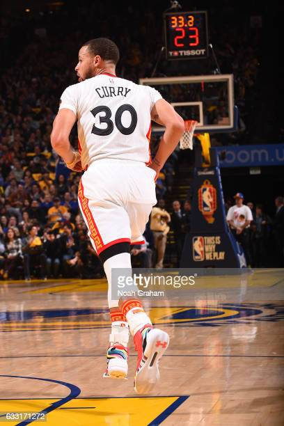 Stephen Curry of the Golden State Warriors runs up court during the game against the Los Angeles Clippers on January 28 2017 at oracle Arena in...