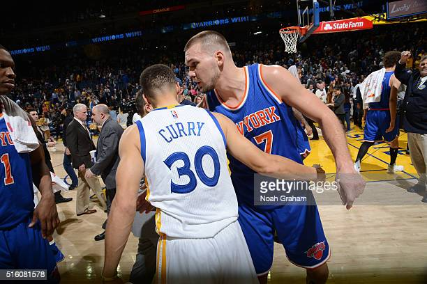 Stephen Curry of the Golden State Warriors shakes hands with Lou Amundson of the New York Knicks on March 16 2016 at Oracle Arena in Oakland...