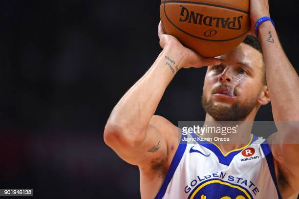 Stephen Curry of the Golden State Warriors shoots a free throw in the third quarter of the game against the Los Angeles Clippers on January 6 2018 in...