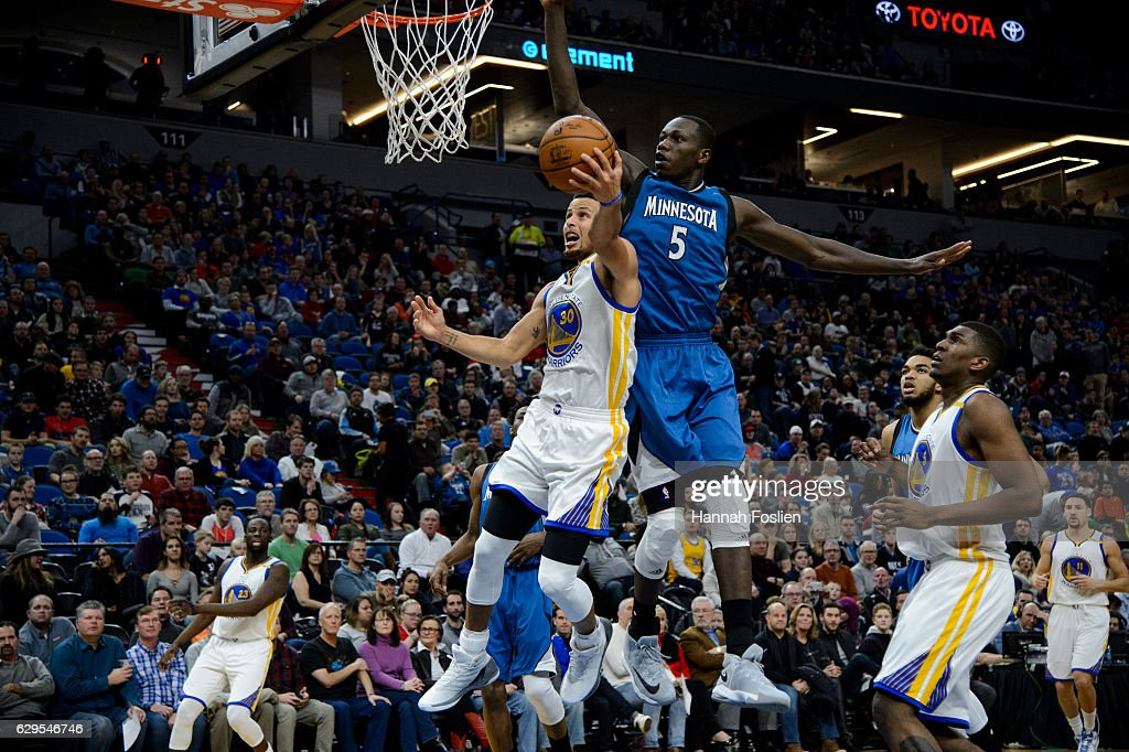 Golden State Warriors v Minnesota Timberwolves : Nachrichtenfoto