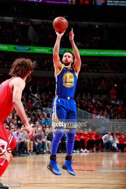 Stephen Curry of the Golden State Warriors shoots the ball against the Chicago Bulls on January 17 2018 at the United Center in Chicago Illinois NOTE...