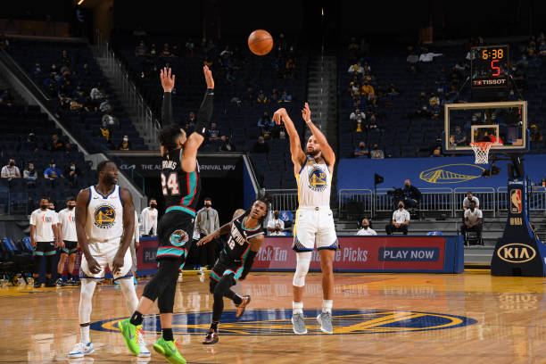 Stephen Curry of the Golden State Warriors shoots the ball during the game against the Memphis Grizzlies on May 16, 2021 at Chase Center in San...