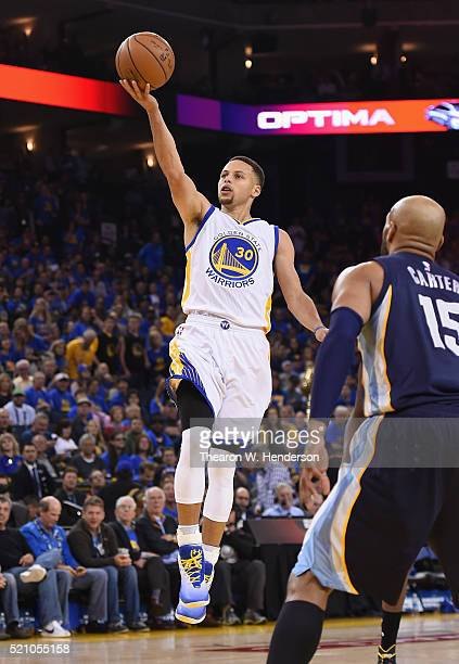 Stephen Curry of the Golden State Warriors shoots the ball in the second half against the Memphis Grizzlies during the game at ORACLE Arena on April...