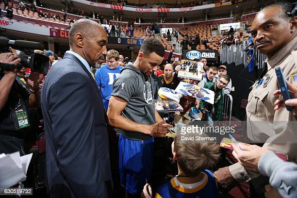 Stephen Curry of the Golden State Warriors signs autographs for fans before the game against the Cleveland Cavaliers on December 25 2016 at Quicken...