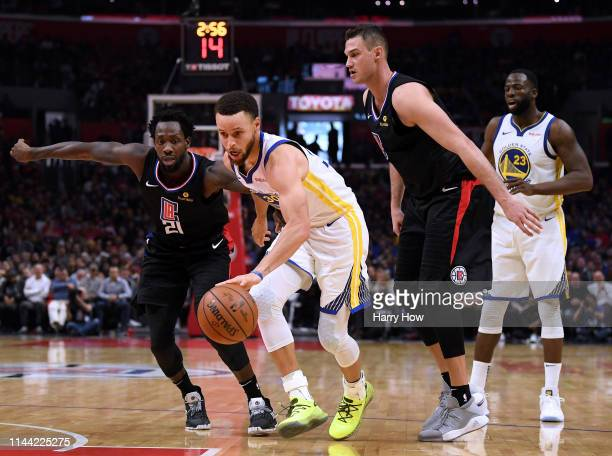 Stephen Curry of the Golden State Warriors splits the defense of Patrick Beverley and Danilo Gallinari of the LA Clippers during a 113105 Warriots...