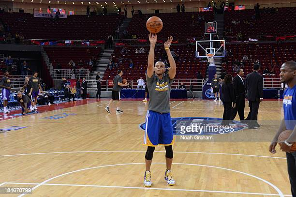 Stephen Curry of the Golden State Warriors warms up against the Los Angeles Lakers during the 2013 Global Games on October 15 2013 at the MasterCard...
