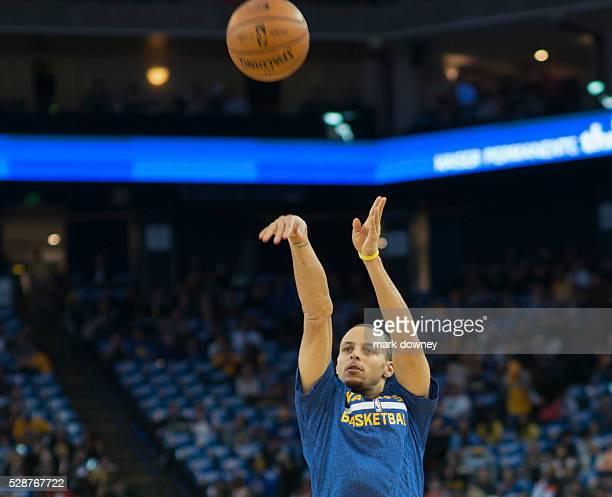 Stephen Curry Practices during warmup