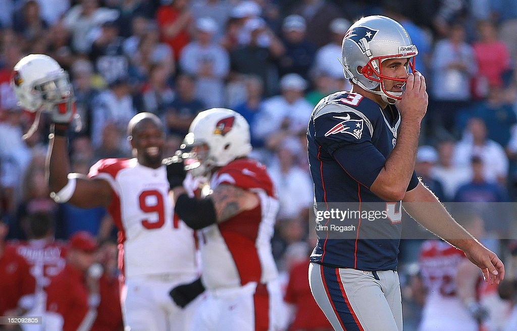 Stephen Gostkowski #3 of the New England Patriots reacts after missing a field goal in the fourth quarter as the Arizona Cardinals celebrate at Gillette Stadium on September 16, 2012 in Foxboro, Massachusetts.