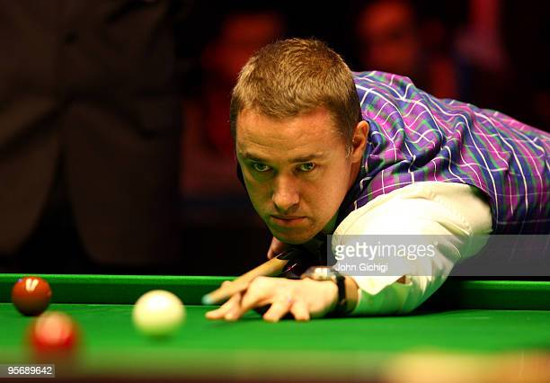Stephen Hendry of Scotland lines up a shot in his second round match against Shaun Murphy of England during the PokerStarcom Masters snooker...