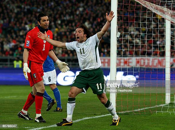 Stephen Hunt of Ireland appeals for a penalty after a clash with Gianluigi Buffon of Italy during the FIFA 2010 World Cup Qualifier between Italy and...