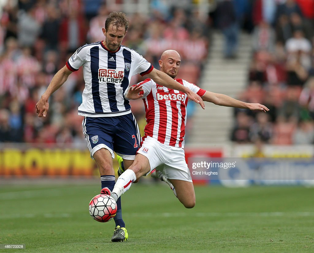 Stephen Ireland (R) of Stoke City tackles Craig Dawson of West Bromwich Albion during the Barclays Premier League match between Stoke City and West Bromwich Albion at Britannia Stadium on August 29, 2015 in Stoke on Trent, England.