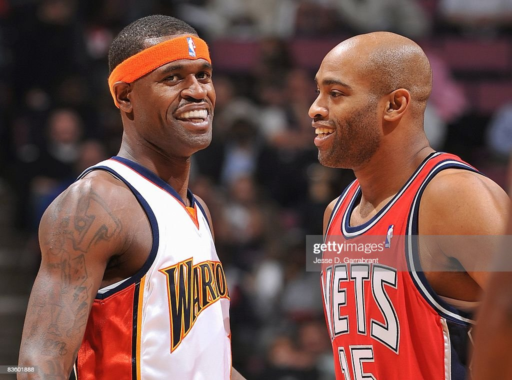 pretty nice f421a 4f1e7 Stephen Jackson of the Golden State Warriors talks with ...