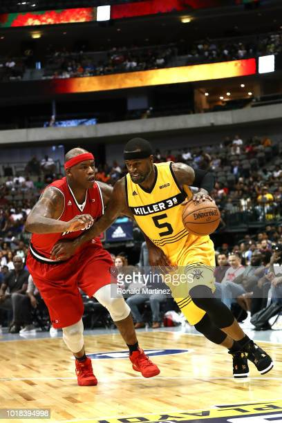 Stephen Jackson of the Killer 3s drives to the basket against Al Harrington of Trilogy during week nine of the BIG3 threeonthree basketball league at...