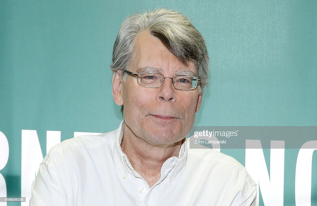 """Stephen King Signs Copies Of His Book """"Revival"""" : News Photo"""