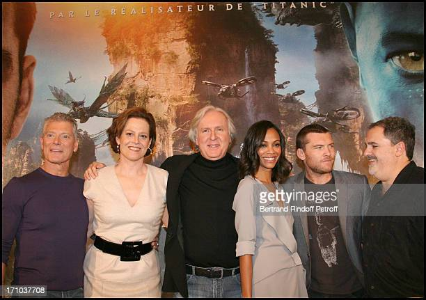 Stephen Lang Sigourney Weaver James Cameron Zoe Saldana Sam Worthington Jon Landan at The Paris Photocall For The Movie Avatar At The Hotel Bristol
