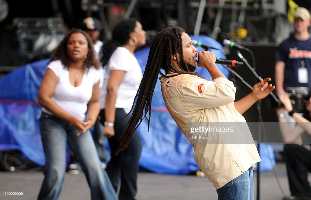 Stephen Marley performs on stage during Bonnaroo 2008 on June 13, 2008 in Manchester, Tennessee.