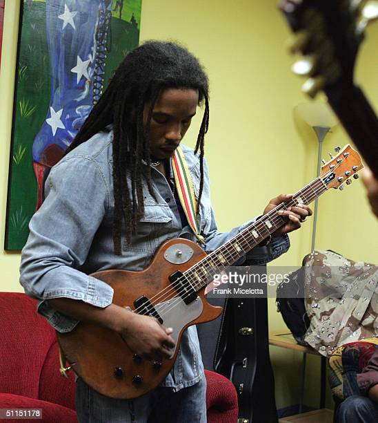 Stephen Marley son of Bob Marley rehearse in his dressing room before his performance at the first stop of the 'Roots Rock Reggae Tour 2004' at the...